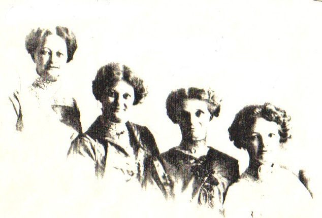 Frielink sisters before 1900 in Kalamazoo